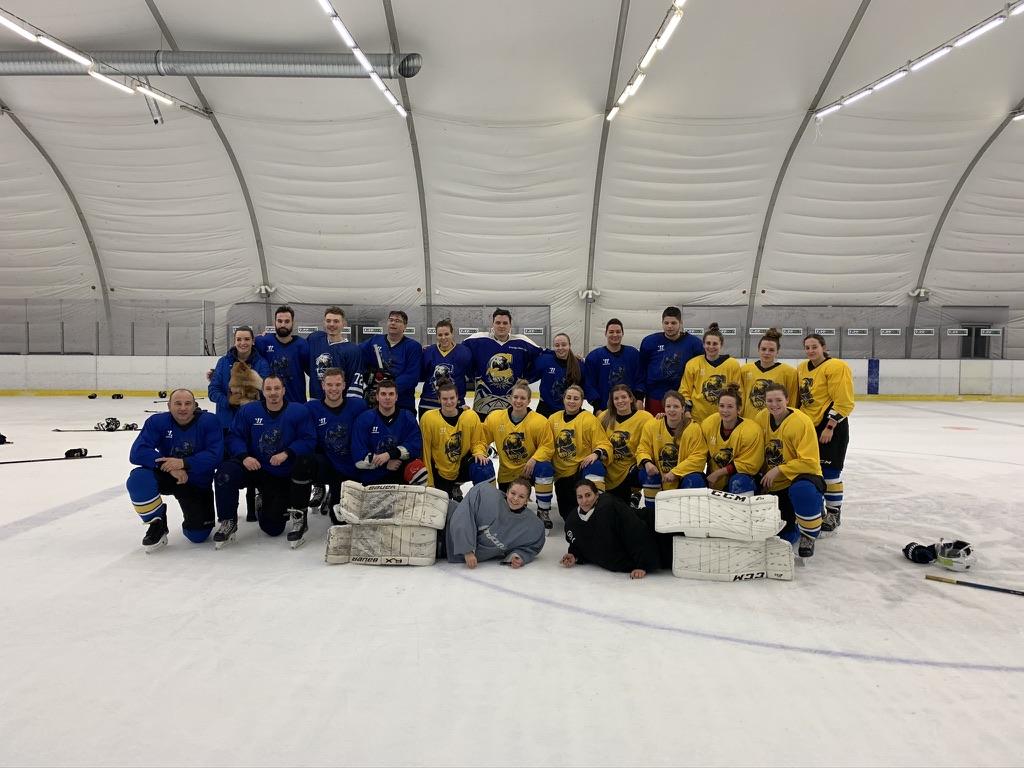 Jó hangulatú játékkal búcsúztatta az évet az EWHL csapat és a stáb