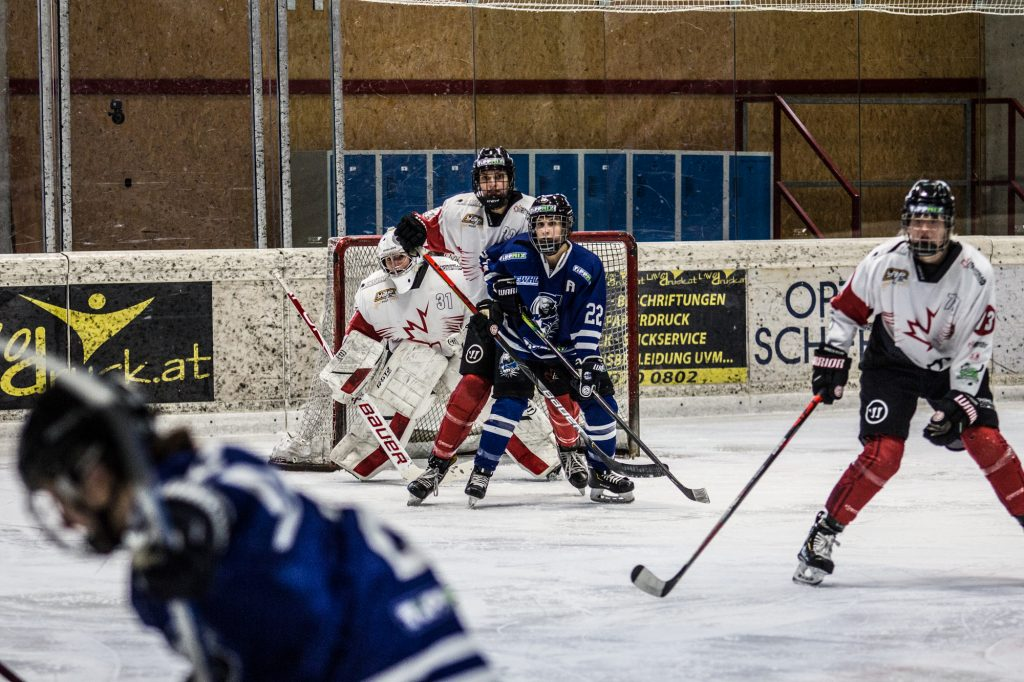 A KMH ellen kezdjük az EWHL szezont
